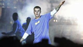"""(FILES) This file photo taken on September 20, 2016 shows Canadian singer Justin Bieber performing on stage at the AccorHotels Arena in Paris.Bieber is not welcome to perform in China because of his """"bad beahviour"""", Beijing authorities have said, after the pop idol angered many Chinese in 2014 by visiting a controversial Japanese war shrine. / AFP PHOTO / CHRISTOPHE ARCHAMBAULT"""