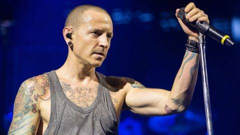 CHULA VISTA, CA - SEPTEMBER 16:  Vocalist Chester Bennington performs on stage with Linkin Park at Sleep Train Amphitheatre on September 16, 2014 in Chula Vista, California.  (Photo by Daniel Knighton/FilmMagic)