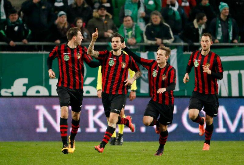 BUDAPEST, HUNGARY - FEBRUARY 11: Davide Lanzafame (L2) of Budapest Honved celebrates his goal with Ivan Lovric (L1), Gergo Nagy (L3) and Marton Eppel (R) during the Hungarian Cup Round of 16 first leg match between Ferencvarosi TC and Budapest Honved at Groupama Arena on February 11, 2017 in Budapest, Hungary. (Photo by Laszlo Szirtesi/Getty Images)