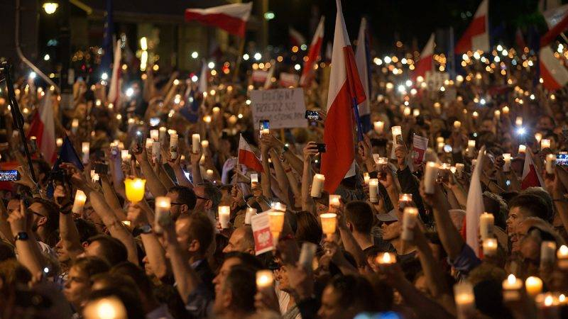 On 20.07.2017 more than 10000 people protested in front of the presidential palace in Warsaw against the ongoing process of changing the judicial system of the country. - NO WIRE SERVICE - Photo: Jan A. Nicolas/dpa
