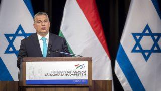 Budapest, 2017. július 19. Orbán Viktor miniszterelnök beszédet mond a Magyarországi Zsidó Hitközségek Szövetsége (Mazsihisz) Goldmark termében 2017. július 19-én. A kormányfõ és vendége, Benjámin Netanjahu izraeli miniszterelnök a látogatással a Mazsihisz meghívásának tett eleget. MTI Fotó: Mohai Balázs