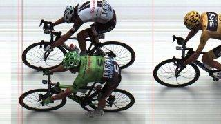 A handout picture released by A.S.O shows Colombia's Rigoberto Uran (bottom) crossing the finish line ahead of France's Warren Barguil (top) at the end of the 181,5 km ninth stage of the 104th edition of the Tour de France cycling race on July 9, 2017 between Nantua and Chambery. / AFP PHOTO / A.S.O / Handout