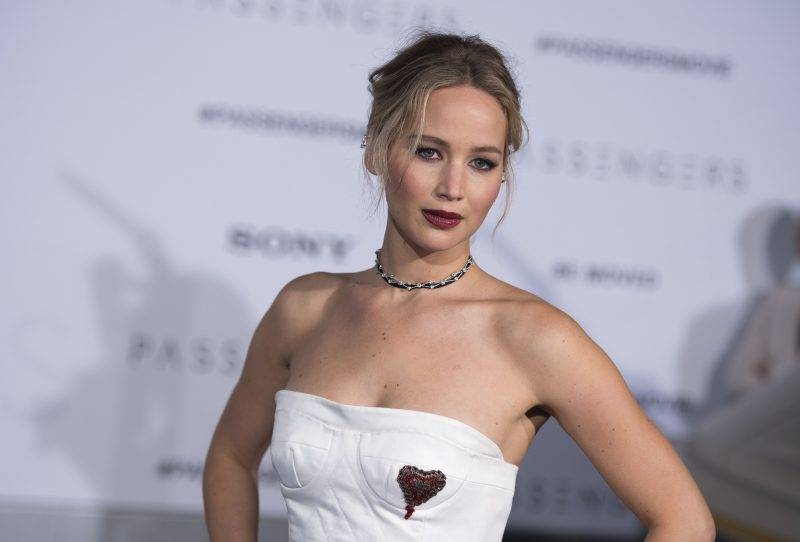 """Actress Jennifer Lawrence attends the premiere of """"Passengers"""", in Westwood, California, on December 14, 2016. / AFP PHOTO / VALERIE MACON"""