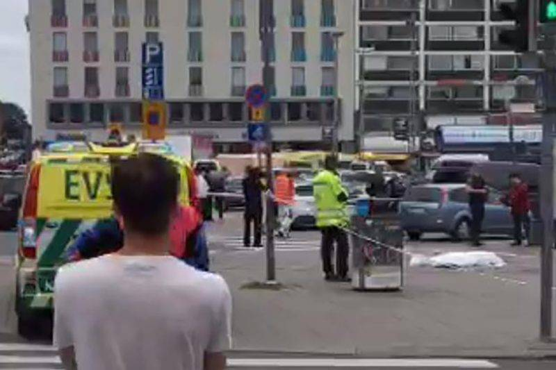 "A video grab taken from Twitter on August 18, 2017 shows officials standing in a street in the Finnish city of Turku where several people were stabbed.  ""Police shot the suspected perpetrator in the legs,"" police wrote on Twitter. ""The person has been arrested. We recommend that people avoid central Turku / AFP PHOTO / Juha Riihimaki"
