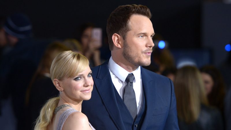 WESTWOOD, CA - DECEMBER 14:  Actors Anna Faris (L) and Chris Pratt attend the premiere of Columbia Pictures' 'Passengers' at Regency Village Theatre on December 14, 2016 in Westwood, California.  (Photo by Matt Winkelmeyer/Getty Images)