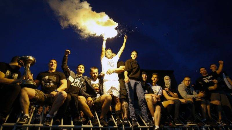 BELGRADE, SERBIA - MAY 27: Leonardo (C) of Partizan celebrate with the fans after the final match of Serbian Cup between Fc Partizan and Fc Crvena Zvezda on May 27, 2017 in Belgrade, Serbia. (Photo by Srdjan Stevanovic/Getty Images)