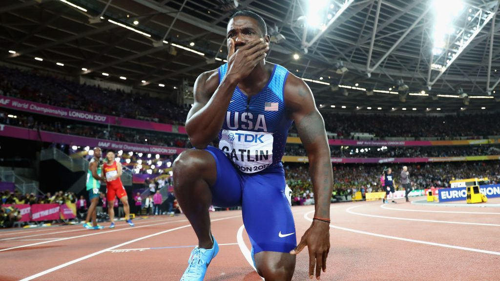 LONDON, ENGLAND - AUGUST 05:  Justin Gatlin of the United States kneels on the track following his win in the Men's 100 metres final in 9.92 seconds during day two of the 16th IAAF World Athletics Championships London 2017 at The London Stadium on August 5, 2017 in London, United Kingdom.  (Photo by Michael Steele/Getty Images)