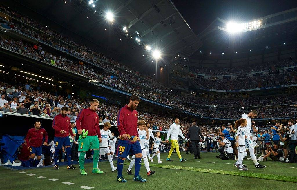 MADRID, SPAIN - AUGUST 16:  Lionel Messi (R) Barcelona makes his way out on to the pitch prior to kick-off the Supercopa de Espana Supercopa Final 2nd Leg match between Real Madrid and FC Barcelona at Estadio Santiago Bernabeu on August 16, 2017 in Madrid, Spain.  (Photo by fotopress/Getty Images)