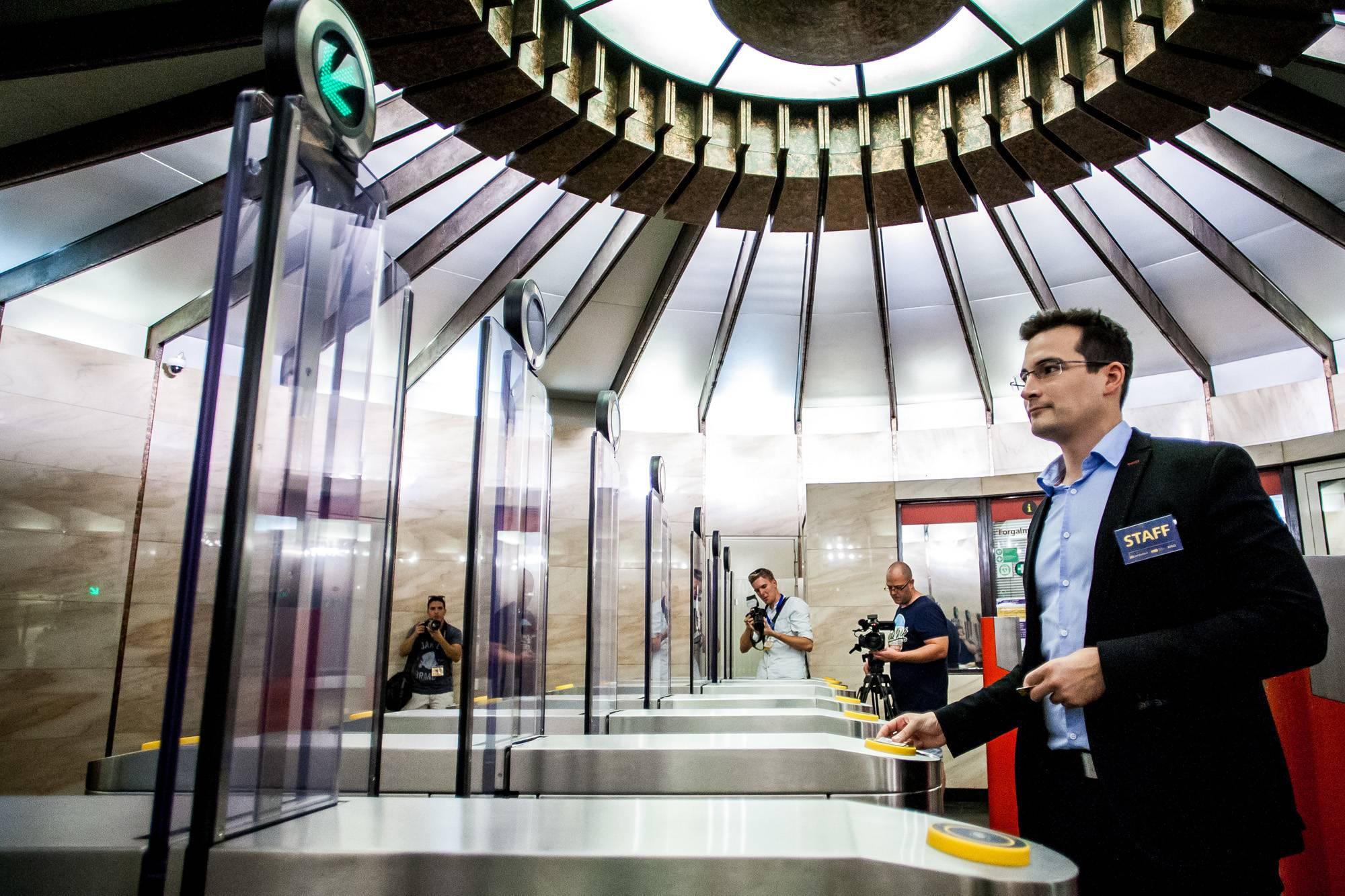 2017.08.30. A BKK új beléptetőkapui a Deak Ferenc téri metróállomáson. Fotó: Karancsi Rudolf/24.hu