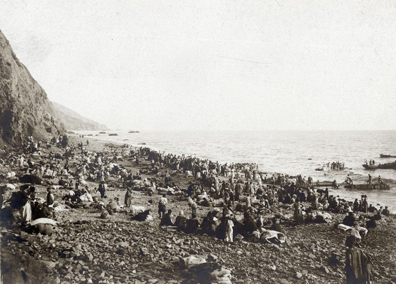 Picture released by the Historial de Péronne, Museum of WW1, shows Armenian refugees waiting on a beach, probably on the Bay of Antioch, Turkey, prior to an evacuation to Port Said, Egypt  in September 1915 by French and British warships.  AFP PHOTO / AFP PHOTO / Historial de Péronne / STR