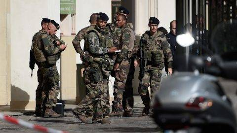 French soldiers gather at the site where a car slammed into soldiers on patrol in Levallois-Perret, outside Paris, on August 9, 2017.A car slammed into soldiers on patrol outside Paris on on August 9, injuring six people, two of them seriously, police said. The vehicle took off after the incident, which took place at about 8:00 am (0600 GMT) in the northwestern suburb of Levallois-Perret. / AFP PHOTO / STEPHANE DE SAKUTIN