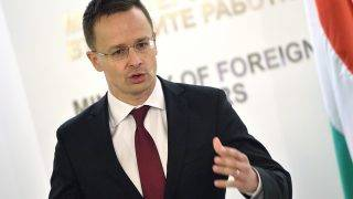 Szófia, 2016. január 21.Az egynapos hivatalos látogatáson Bulgáriában tartózkodó Szijjártó Péter külgazdasági és külügyminiszter sajtótájékoztatót tart Szófiában 2016. január 21-én. (MTI/EPA/Vaszil Donyev)