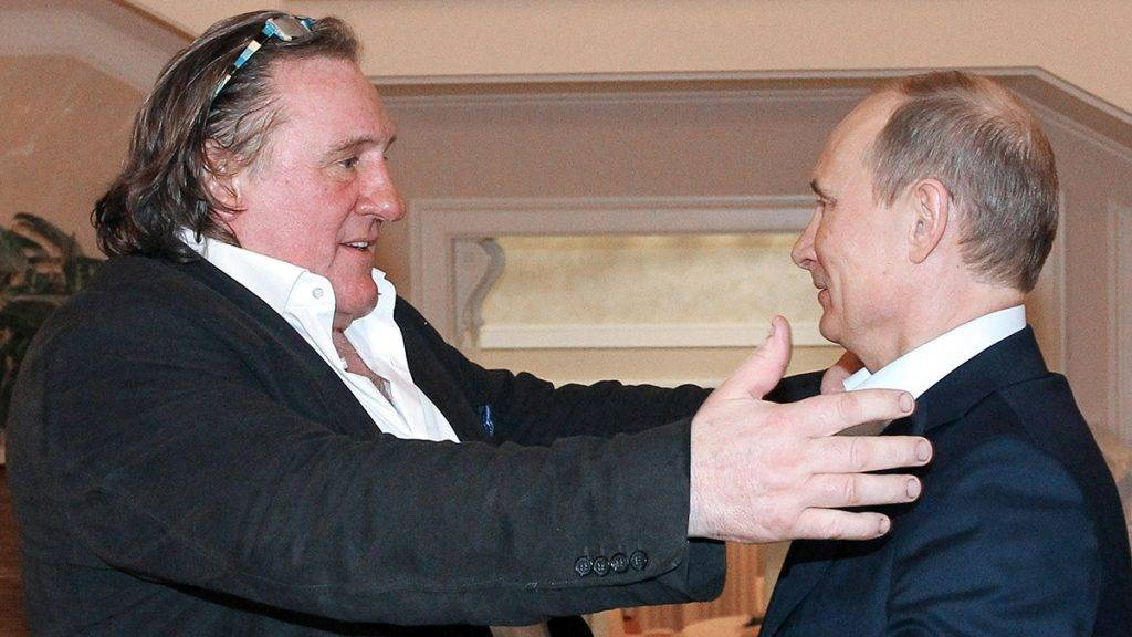 This photo taken on January 5, 2013 shows Russian President Vladimir Putin (R) greeting French actor Gerard Depardieu during their meeting in Putin's residence in Sochi. Depardieu has received a Russian passport, Putin's spokesman said on January 6.      AFP PHOTO / RIA-NOVOSTI / MIKHAIL KLIMENTYEV / AFP PHOTO / RIA-NOVOSTI / MIKHAIL KLIMENTYEV