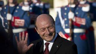 Outgoing Romanian President Traian Basescu waves during an official inauguration ceremony for his successor at the Cotroceni presidential palace in Bucharest December 21, 2014. Basescu's successor, Klaus Iohannis, is the first Romanian president to come from the country's German minority. AFP PHOTO / DANIEL MIHAILESCU / AFP PHOTO / DANIEL MIHAILESCU
