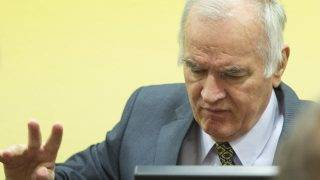 Former Bosnian Serb army chief Ratko Mladic (R) sits on May 16, 2012 at the International Criminal Tribunal for the former Yugoslavia (ICTY) in The Hague before the opening of his war crimes trial. Mladic faces 11 counts including genocide, war crimes, and crimes against humanity for his role in the Bosnian war, in particular the 1995 Srebrenica massacre.  AFP PHOTO / POOL / TOUSSAINT KLUITERS        - netherlands out - / AFP PHOTO / POOL / TOUSSAINT KLUITERS