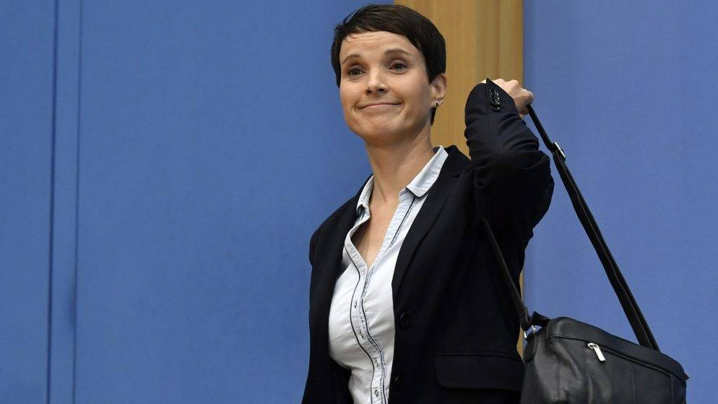 """Leadership member of the hard-right party AfD (Alternative für Deutschland) Frauke Petry leaves a press conference of her party on the day after the German General elections on September 25, 2017 in Berlin, where she said she refused to join the AfD party's parliamentary group.    The election spelt a breakthrough for the anti-Islam Alternative for Germany (AfD), which with 13 percent became the third strongest party and vowed to """"go after"""" Merkel over her migrant and refugee policy. / AFP PHOTO / John MACDOUGALL"""