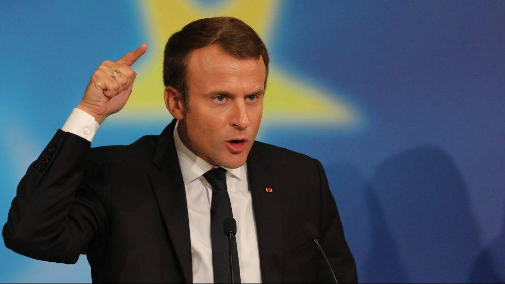 French President Emmanuel Macron gestures as he delivers a speech on the European Union in the amphitheatre of the Sorbonne University in Paris on September 26, 2017. French President Emmanuel Macron has set out his vision for a rebooted European Union, targeting sceptical German politicians who made strong gains in weekend elections. / AFP PHOTO / POOL AND AFP PHOTO / ludovic MARIN