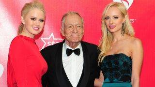 (FILES) This file photo taken on February 10, 2012 shows Playboy's Hugh Hefner (C) and his dates posing on arrival for the 2012 MusiCares Person of the Year Tribute honouring Paul McCartney as Person of the Year in Los Angeles, California.  Playboy founder Hugh Hefner has died at age 91, the magazine reported on Wednesday, September 27, 2027.  / AFP PHOTO / Frederic J. BROWN