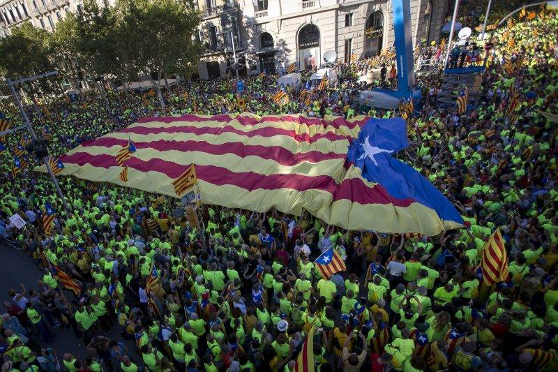 BARCELONA, SPAIN - SEPTEMBER 11:  Thousands of people attend a demonstration in Barcelona in favor of the referendum on Catalonia's independence on October 1, in Barcelona, Spain on September 11, 2017. Albert Llop / Anadolu Agency