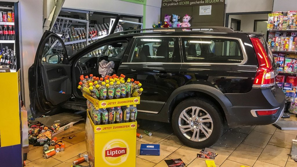 A man crashed into the salesroom of a petrol station in Wendlingen, Germany, 06 September 2017. He has been slightly injured. According to Police a possible explanation of the accident could be that the man confused accelerator and break pedal. Photo: Friebe/SDMG/dpa