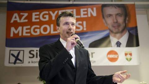 Salgótarján, 2016. február 9. Simon Tibor, a Fidesz-KDNP pártszövetség polgármesterjelöltje lakossági fórumot tart Salgótarjánban 2016. február 9-én. A városban február 28-án idõközi polgármester-választást tartanak, mert Dóra Ottó szocialista polgármester 2015. november 27-én meghalt. MTI Fotó: Komka Péter