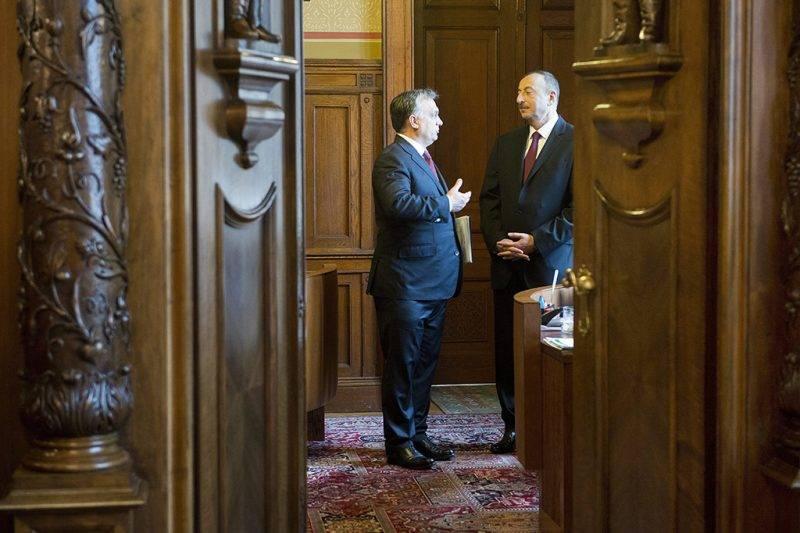 Budapest, 2014. november 11.Orbán Viktor miniszterelnök (b) fogadja Ilham Aliyevet, Azerbajdzsán köztársasági elnökét Budapesten, a Parlamentben 2014. november 11-én.MTI Fotó: Koszticsák Szilárd