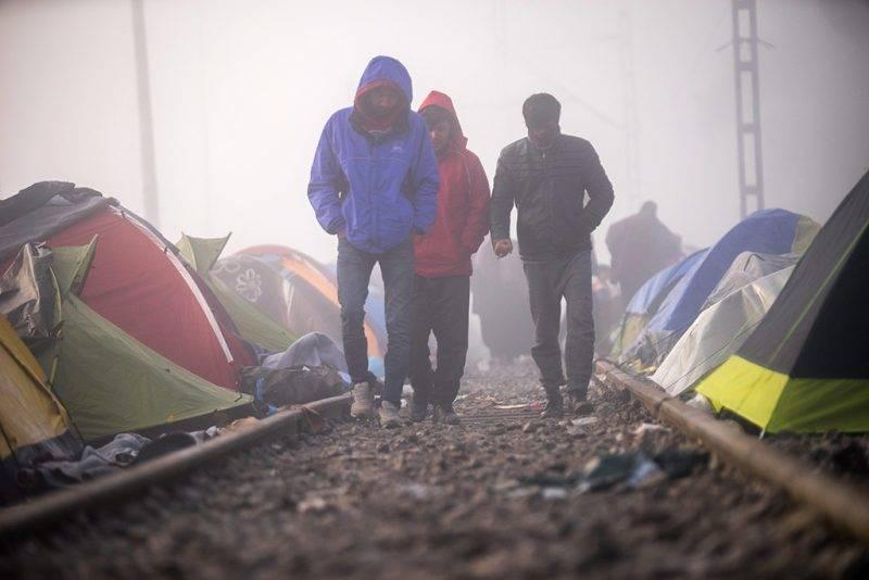 Idomeni, 2016. március 11.Migránsok a reggeli ködben a görög-macedón határ görög oldalán, Idomeniben 2016. március 11-én.MTI Fotó: Balogh Zoltán