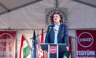 Gyõr, 2017. szeptember 24. Botka László, az MSZP miniszterelnök-jelöltje beszédet mond a 28. Õszirózsa fesztiválon Gyõrben, a szocialista párt székháza elõtt 2017. szeptember 24-én. A rendezvényen bemutatták a város két választókerületének MSZP-s parlamenti képviselõjelöltjét. MTI Fotó: Krizsán Csaba