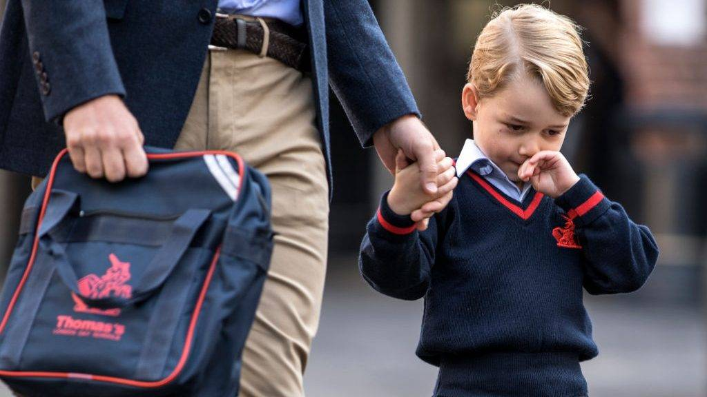 LONDON, ENGLAND - SEPTEMBER 7: (EDITORS NOTE: Retransmission of #843614132 with alternate crop.) Prince George of Cambridge arrives for his first day of school at Thomas's Battersea on September 7, 2017 in London, England. (Photo by Richard Pohle - WPA Pool/Getty Images)