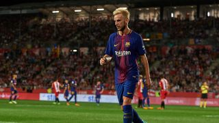 GIRONA, SPAIN - SEPTEMBER 23: Ivan Rakitic of Barcelona prepares for a corner kick during the La Liga match between Barcelona and Espanyol at Camp Nou on September 9, 2017 in Barcelona, Spain.  (Photo by Manuel Queimadelos Alonso/Getty Images)