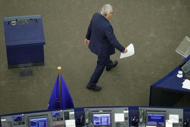 Strasbourg, 2017. szeptember 13.Jean-Claude Juncker, az Európai Bizottság elnöke a helyére megy, miután évértékelő beszédet mondott az Európai Parlament ülésén a strasbourgi ülésteremben 2017. szeptember 13-án. (MTI/AP/Jean-Francois Badias)