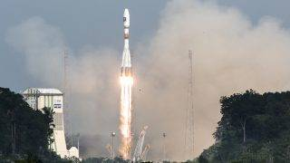 A picture taken on December 17, 2015 shows a Soyuz rocket blasting off from the European space centre at Kourou, French Guiana.  Europe was set to launch the next two satellites today for its multi-billion-euro Galileo satnav system, a rival to America's GPS, according to space firm Arianespace. / AFP PHOTO / Jody AMIET