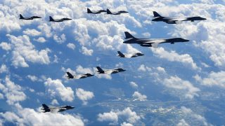"""This handout photo taken on September 18, 2017 and provided by the South Korean Defence Ministry in Seoul shows US Air Force B-1B Lancer (R), US F-35B stealth jet fighters (bottom) and South Korean F-15K fighter jets (top) flying over South Korea during a joint military drill aimed to counter North Korea's latest nuclear and missile tests. The US flew four stealth fighter jets and two bombers over the Korean peninsula on September 18 in a show of force after North Korea's latest nuclear and missile tests, South Korea's defence ministry said. / AFP PHOTO / South Korean Defence Ministry / handout / RESTRICTED TO EDITORIAL USE - MANDATORY CREDIT """"AFP PHOTO / South Korean Defence Ministry"""" - NO MARKETING NO ADVERTISING CAMPAIGNS - DISTRIBUTED AS A SERVICE TO CLIENTS"""