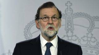 "Spanish Prime Minister Mariano Rajoy speaks during a press conference at La Moncloa palace in Madrid on October 1, 2017.  Spanish riot police firing rubber bullets forced their way into activist-held polling stations in Catalonia today as thousands turned out to vote in an independence referendum banned by Madrid. At least 92 people were confirmed injured in clashes out of a total of 465 who went to hospital, emergency services said, as police cracked down on a vote the Spanish central government branded a ""farce"".   / AFP PHOTO / JAVIER SORIANO"