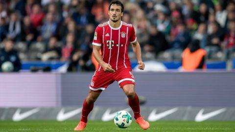 Munich's Mats Hummels in action during the German Bundesliga match between Hertha BSC and FC Bayern Munich at the Olympic Stadium in Berlin, Germany, 1 October 2017. · NO WIRE SERVICE · Photo: Thomas Eisenhuth/dpa-Zentralbild/ZB
