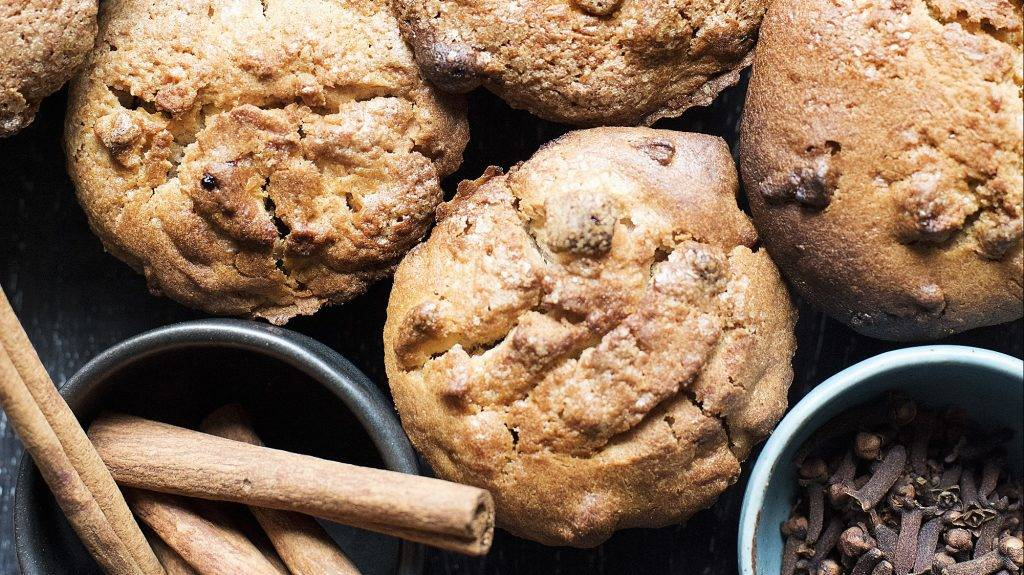 Muffins with apple, cinnamon and cloves, overhead view