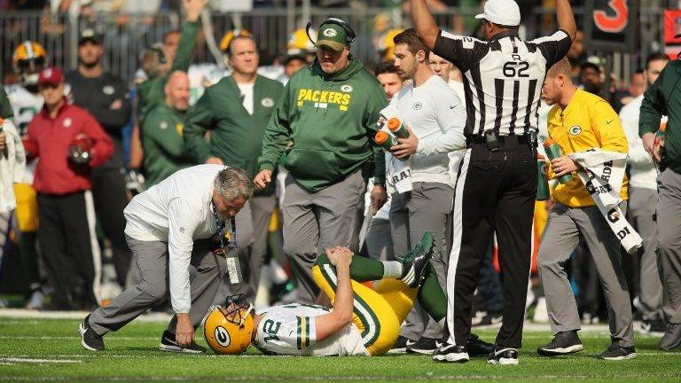MINNEAPOLIS, MN - OCTOBER 15: Aaron Rodgers #12 of the Green Bay Packers clenches his right knee after being hit during the first quarter of the game against the Minnesota Vikings on October 15, 2017 at US Bank Stadium in Minneapolis, Minnesota.   Adam Bettcher/Getty Images/AFP
