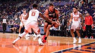 PHOENIX, AZ - OCTOBER 18: Meyers Leonard #11 of the Portland Trail Blazers handles the ball Suns on October 18, 2017 at Talking Stick Resort Arena in Phoenix, Arizona. NOTE TO USER: User expressly acknowledges and agrees that, by downloading and or using this photograph, user is consenting to the terms and conditions of the Getty Images License Agreement. Mandatory Copyright Notice: Copyright 2017 NBAE   Michael Gonzales/NBAE via Getty Images/AFP