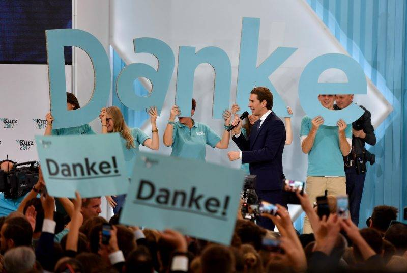 Austria's Foreign Minister and leader of Austria's centre-right People's Party (OeVP) Sebastian Kurz speaks to supporters during the party's election event following the general elections in Vienna, Austria, on October 15, 2017.  / AFP PHOTO / APA / HERBERT NEUBAUER / Austria OUT