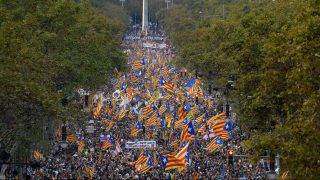Protesters wave pro-independence Catalan Estelada flags during a demonstration in Barcelona on October 21, 2017 in support of separatist leaders Jordi Sanchez and Jordi Cuixart, who have been detained pending an investigation into sedition charges. Spain announced that it will move to dismiss Catalonia's separatist government and call fresh elections in the semi-autonomous region in a bid to stop its leaders from declaring independence. / AFP PHOTO / LLUIS GENE