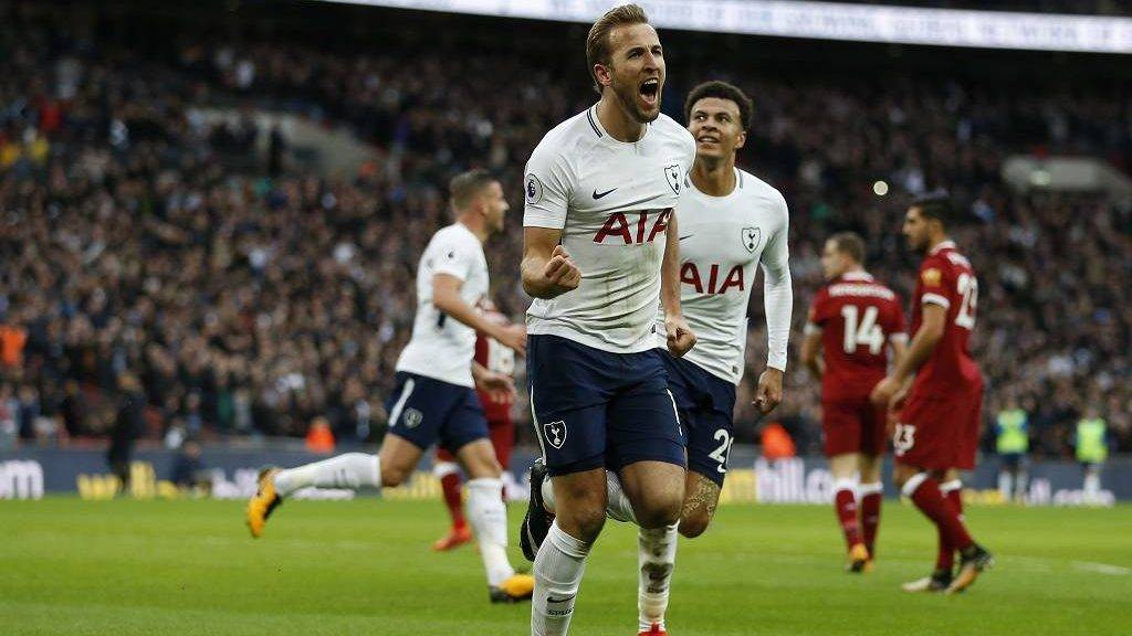 Tottenham Hotspur's English striker Harry Kane (C) celebrates after scoring their fourth goal during the English Premier League football match between Tottenham Hotspur and Liverpool at Wembley Stadium in London, on October 22, 2017. / AFP PHOTO / IKIMAGES / Ian KINGTON / RESTRICTED TO EDITORIAL USE. No use with unauthorized audio, video, data, fixture lists, club/league logos or 'live' services. Online in-match use limited to 45 images, no video emulation. No use in betting, games or single club/league/player publications.  /