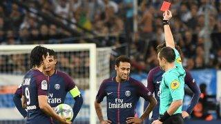 French referee Ruddy Buquet (R) shows a red card to Paris Saint-Germain's Brazilian forward Neymar (C) during the French L1 football match between Marseille (OM) and Paris Saint-Germain (PSG) on October 22, 2017, at the Velodrome Stadium in Marseille, southeastern France. / AFP PHOTO / BORIS HORVAT