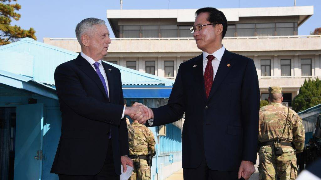 US Secretary of Defence Jim Mattis (L) shakes hands with South Korean Defence Minister Song Young-Moo (R) as they visit the truce village of Panmunjom in the Demilitarized Zone (DMZ) on the border between North and South Korea on October 27, 2017.  Mattis is on a two-day visit to South Korea for attending the Security Consultative Meeting (SCM) amid North Korea's nuclear and missile provocations.  / AFP PHOTO / POOL / JUNG YEON-JE