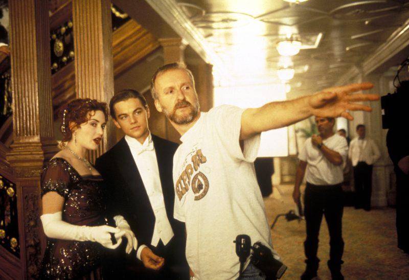 James Cameron  James Cameron  James Cameron, Leonardo DiCaprio, Kate Winslet on the set of /tournage titanic (1997) usa   Director: James Cameron