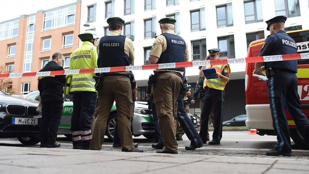 Police officers stand on the street near Rosenheimer Platz ('Rosenheim square') in Munich, Germany, 21 October 2017. Several people were attacked and injured by an unknown suspect with a knife. Photo: Andreas Gebert/dpa