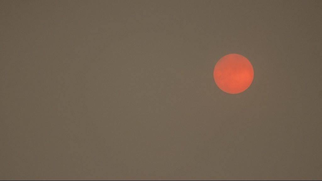 FRA - RED SUN. Red sun on the city of Rennes in Brittany. FRA - SOLEIL ROUGE. Soleil Rouge sur la ville de Rennes en Bretagne.