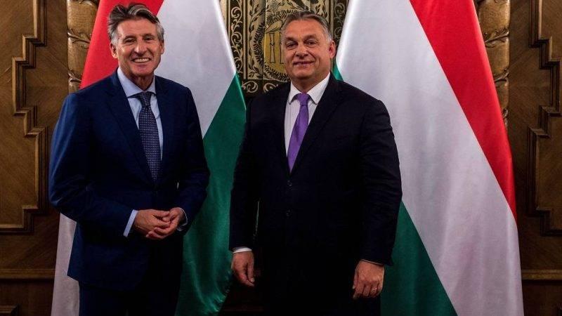 Budapest, 2017. október 30. A Miniszterelnöki Sajtóiroda által közreadott képen Orbán Viktor miniszterelnök fogadja Lord Sebastian Coe-t, a Nemzetközi Atlétikai Szövetség (IAAF) elnökét az Országházban 2017. október 30-án. MTI Fotó: Miniszterelnöki Sajtóiroda / Botár Gergely