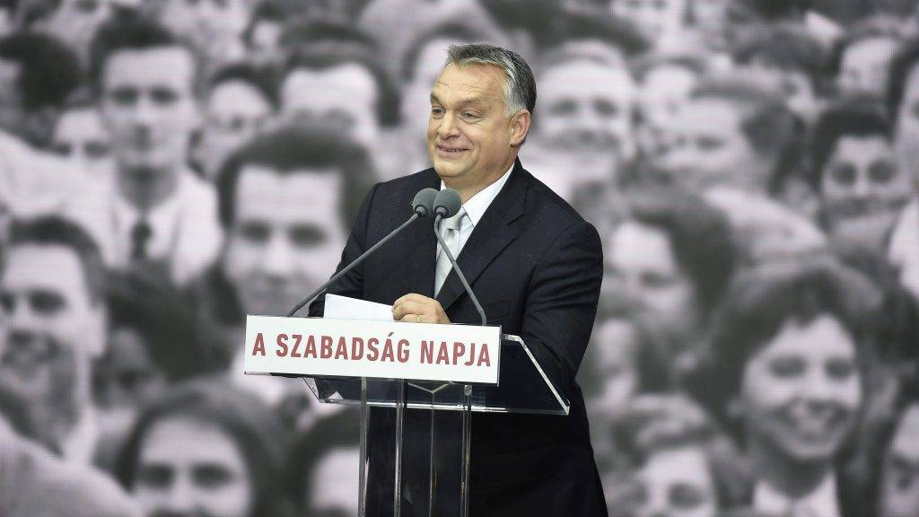 Budapest, 2017. október 23. Orbán Viktor miniszterelnök beszédet mond az 1956-os forradalom és szabadságharc emléknapján tartott állami ünnepségen a Terror Háza Múzeum elõtt 2017. október 23-án. MTI Fotó: Kovács Tamás