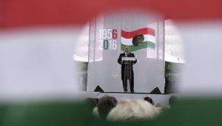 Budapest, 2016. október 23. Orbán Viktor miniszterelnök beszédet mond az 1956-os forradalom és szabadságharc 60. évfordulója alkalmából, 1956-2016 - A szabad Magyarországért! címmel tartott díszünnepségen az Országház elõtti Kossuth Lajos téren 2016. október 23-án. MTI Fotó: Koszticsák Szilárd