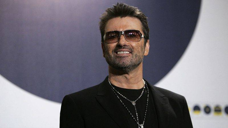 """BERLIN - FEBRUARY 16:  Singer George Michael poses at the """"George Michael: A Different Story"""" Photocall during the 55th annual Berlinale International Film Festival on February 16, 2005 in Berlin, Germany. (Photo by Sean Gallup/Getty Images)"""
